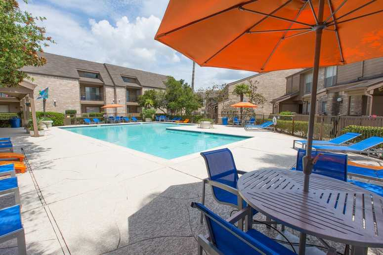 Altmonte Apartments in South Houston Offer a Resort-Style Pool