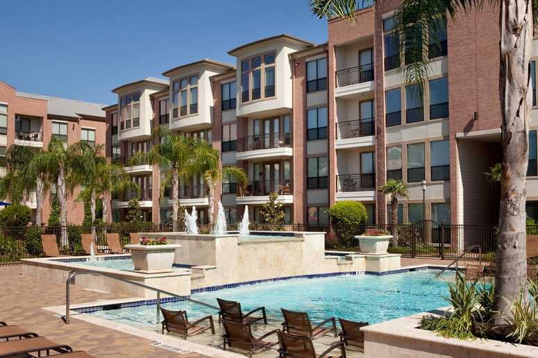 If You Are Looking For A Luxurious Apartment Home In Central Houston Look No Further Than Our River Oaks Apartments North Post Oak Lofts Urban Living