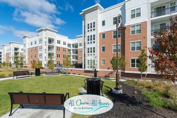 Exterior review of apartment building