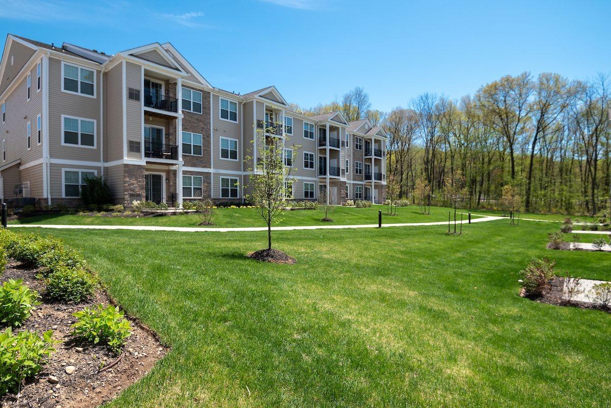 Woodmont Parc apartment building